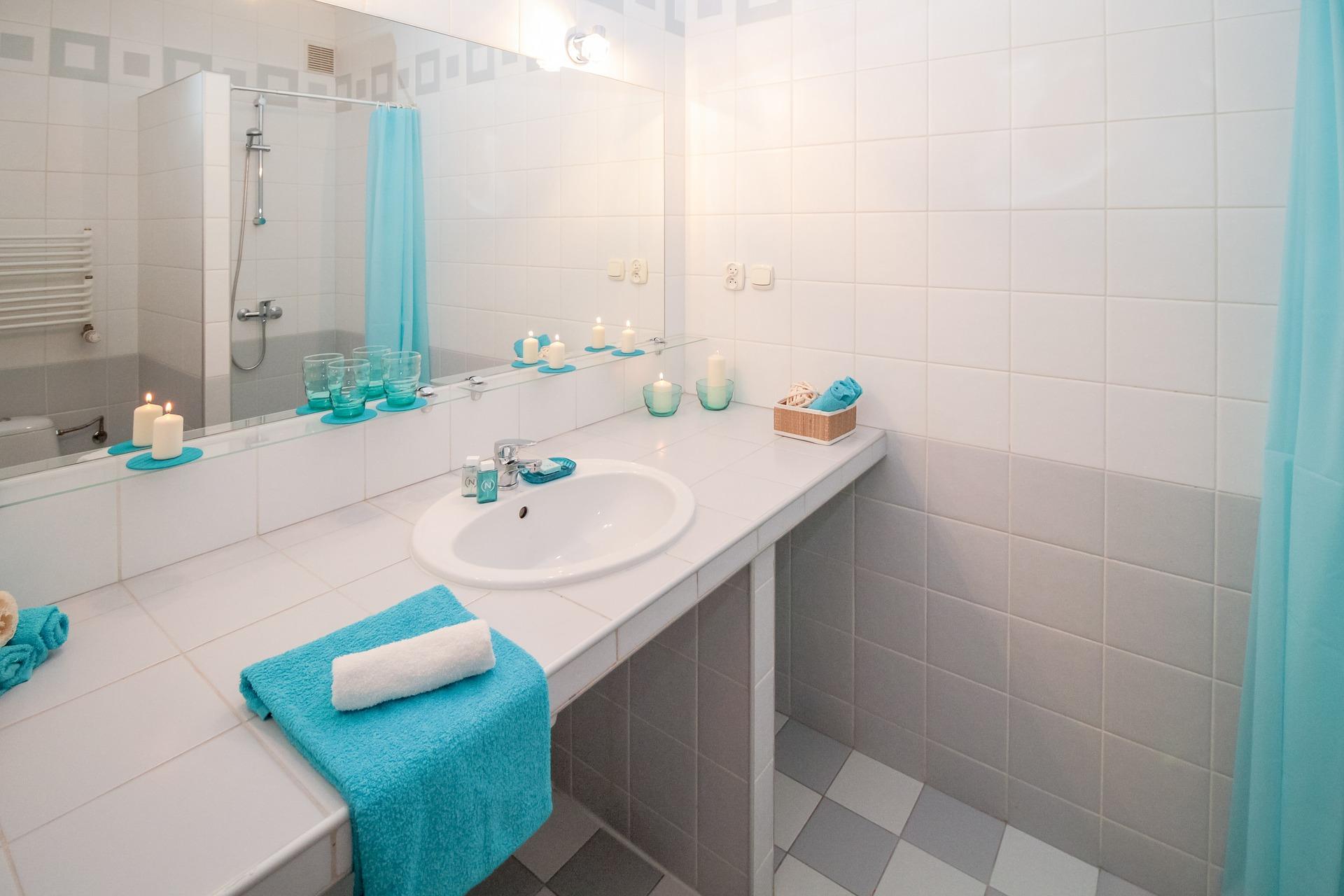 Een lekkage in de badkamer oplossen